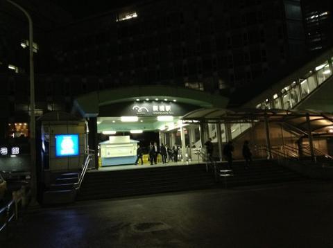 ゆりかもめ新橋駅でゆりかもめに乗車し、夜景に見惚れる
