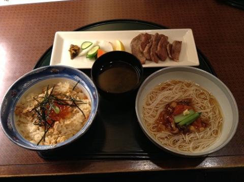 仙台駅地下の「郷土料理みやぎ乃」で牛タンのセット料理を食べた