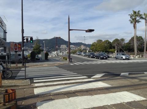 大浦海岸通り電停で市内電車を下車した