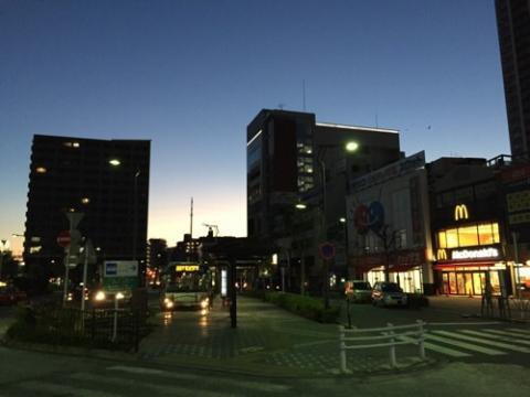 冬の午前6時のJR金町駅付近の風景と忙しさへのささやかな抵抗