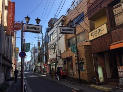 金町郵便局の外観、シャッターの絵柄-東京都葛飾区金町
