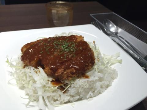 JR岡山駅の喫茶店マスカットでデミカツ丼を頂く