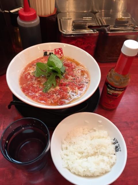 風龍新橋店で完熟トマトラーメンを食べる