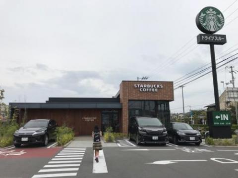 スターバックスコーヒー 松山はなみずき通り店で私は仕事、小学六年生の娘は勉強