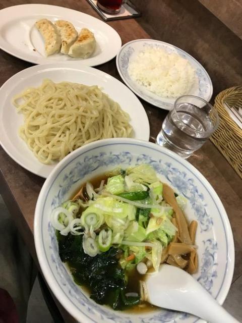 上野駅近くのラーメン屋・らーめん花の華の野菜つけ麺が野菜山盛りでおいしかった
