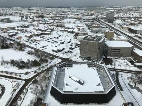石川県庁周辺の雪景色と星乃珈琲店の窯焼きスフレ