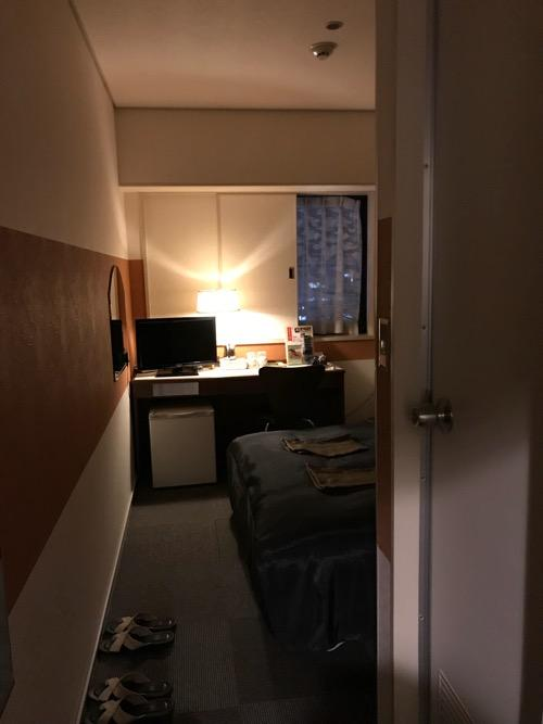 新潟第一ホテルのダブルルームの入口から見た部屋の様子
