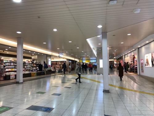 ユニクロ エキュート上野店前の通路(JR上野駅構内 3階 ecute上野内)