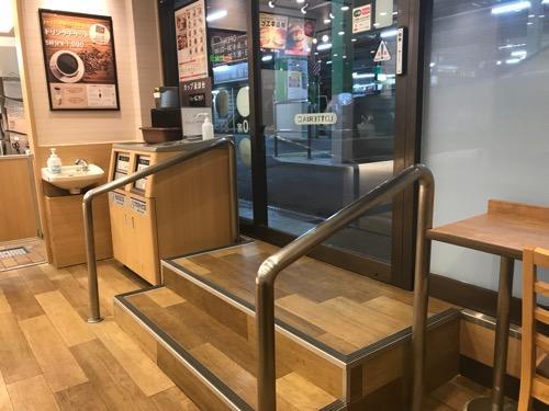ロッテリア 桶川駅店 改札口内店舗の出入口(店舗内より)