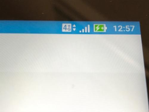 アンテナマークの隣に4Gの表示がされているASUS ZenPad 3S 10 (Z500KL)