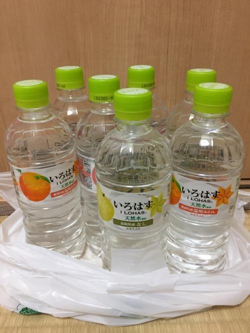 セブンイレブン限定のファイナルファンタジーXIV 紅蓮の解放者(リベレーター)発売記念キャンペーンに参加するために購入された7本のペットボトル飲料水