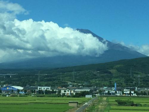 新幹線のぞみ227号・新大阪行から見えた富士山-田んぼが広がっている付近