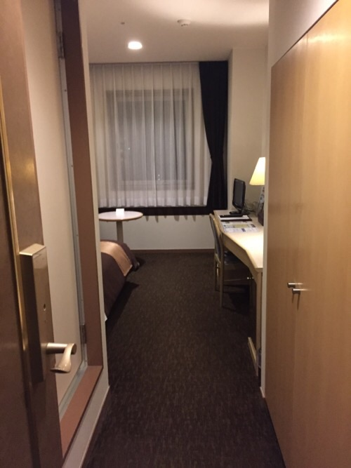 アイリス愛知(愛知県名古屋市中区丸の内2-5-10)の廊下から見た部屋の中
