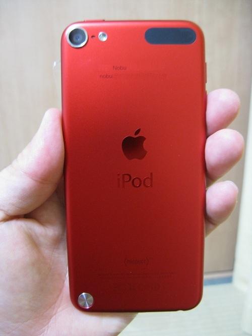 刻印入りiPod touch 32GB - (PRODUCT) REDの写真……iPod Touch本体の背面