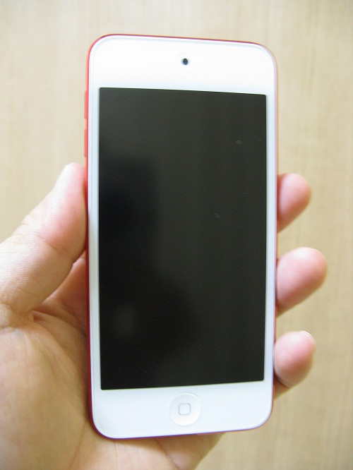 刻印入りiPod touch 32GB - (PRODUCT) REDの写真……iPod Touch本体の正面