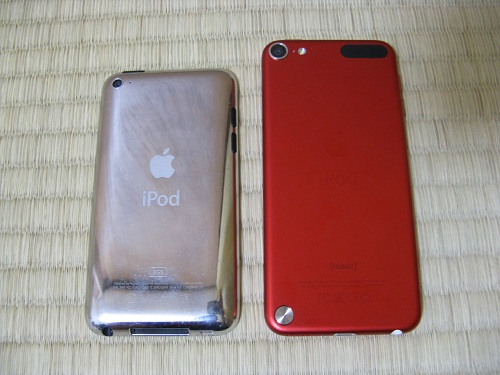 iPod touch 4とiPod touch 5の見た目の比較(背面)