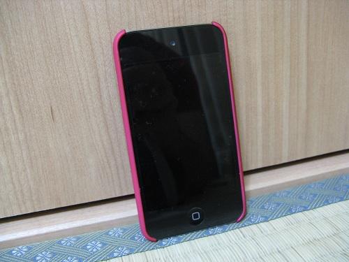 iPod touch(第4世代)用の保護ケース(moshi iGlaze 4 ホットピンク)(装着時/液晶面側)