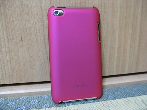 iPod touch(第4世代)用の保護ケース(moshi iGlaze 4 ホットピンク)(装着時/背面側)