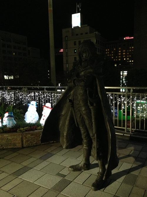 小倉駅・新幹線口(駅の北側)の宇宙海賊キャプテンハーロックと雪だるま