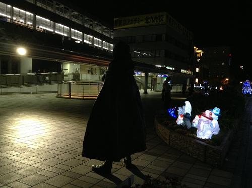 小倉駅・新幹線口(駅の北側)の宇宙海賊キャプテンハーロック(後姿)と雪だるま