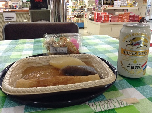 小倉⇔松山フェリー(はやとも2/株式会社フェリーさんふらわあ)で購入したおでん、おにぎり、缶ビール