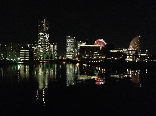 横浜赤レンガ倉庫付近から眺めた横浜みなとみらい地区21(横浜ランドマークタワー、観覧車、ヨコハマ グランド インターコンチネンタル ホテルなど)