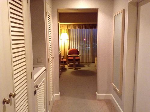 ヨコハマ グランド インターコンチネンタル ホテルの室内の様子(部屋の入口より)