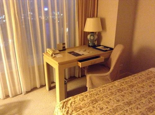 ヨコハマ グランド インターコンチネンタル ホテルの机