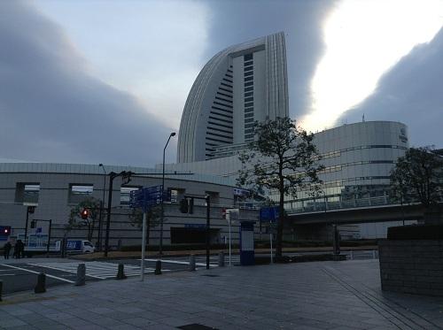 朝6時50分にパシフィコ横浜前付近(ホテルの西側)より眺めたヨコハマ グランド インターコンチネンタル ホテル