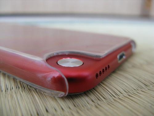 iPod touch 5本体のストラップ(loop)取り付け部分の銀色の円形のボタン(ボタン収納時)