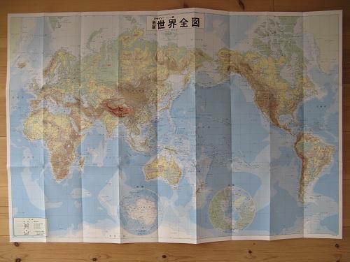100円ショップ・ダイソーで購入した「ザ・マップ 地勢図 1 最新世界全図」(地図)