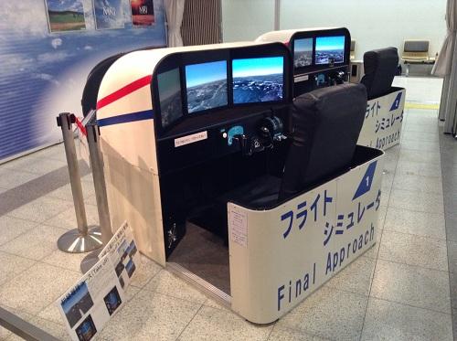 広島空港のフライトシミュレーター(斜め後方より)