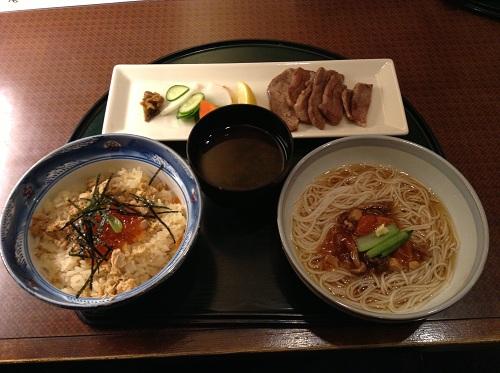 仙台駅地下の「郷土料理みやぎ乃」で食べた牛タンのセット料理