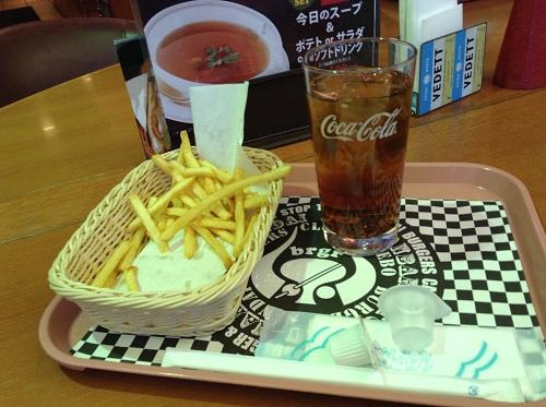 佐世保バーガー仙台定禅寺通店で注文した佐世保バーガーAセットのポテトとアイスコーヒー
