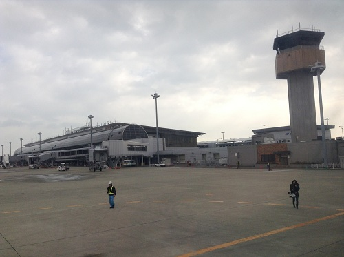 離陸前の飛行機の窓から眺めた仙台空港