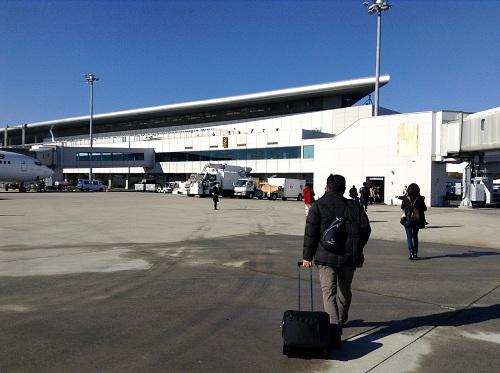 広島空港(飛行機から空港建物まで歩く)