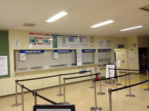 小倉港待合所の中にある小倉⇔松山フェリーの乗船券販売窓口