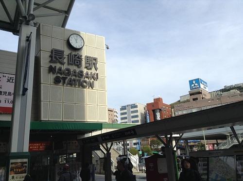 「長崎駅 NAGASAKI STATION」の駅名と時計