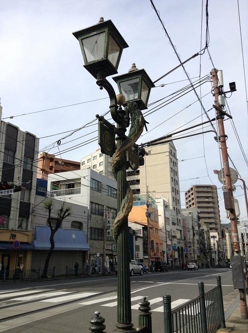 正覚寺下電停のすぐ近くにあるガス灯