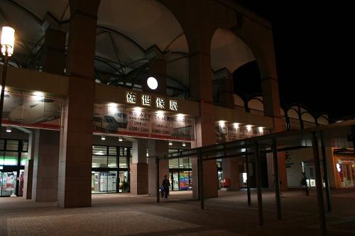 夜の佐世保駅