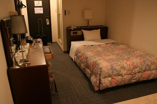 レオプラザホテル佐世保のシングルルーム(禁煙)の室内(ベッドなど)