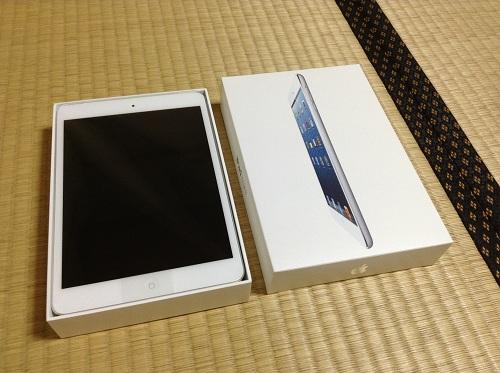 auショップで購入したApple iPad mini本体と箱