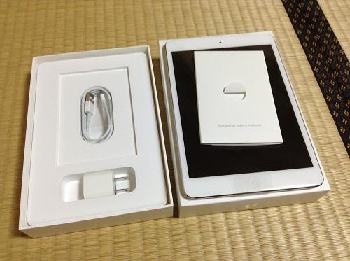 auショップで購入したApple iPad mini本体と箱と充電用ケーブル