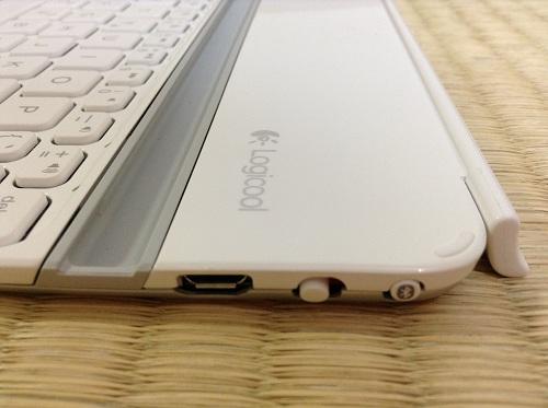 iPad mini用キーボード「Logicool Ultrathin Keyboard mini TM710WH(LOGICOOL ウルトラスリムキーボードミニ ホワイト TM710WH)」(キーボード右側面-USB接続端子、電源ボタン)