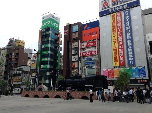 新橋駅日比谷口前のSL広場 (2013年7月3日朝)