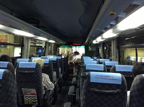 横浜駅(YCAT)から羽田空港に移動する京浜急行バス(空港リムジンバス)車内