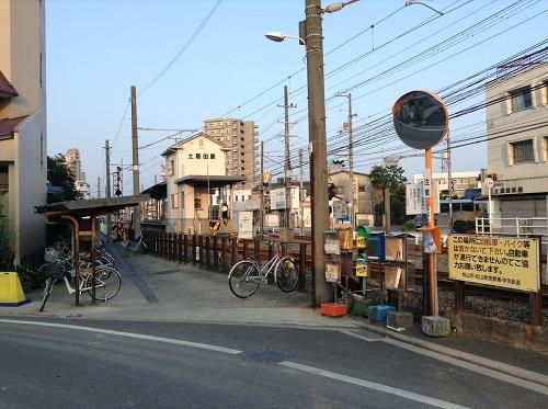 伊予鉄道「土居田駅」の駅舎と駐輪場