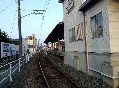 伊予鉄道「土居田駅」駅舎とホーム