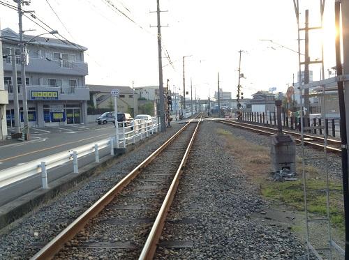 伊予鉄道「土居田駅」駅舎前の線路(東側・松山市駅方面)