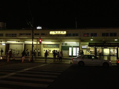 JR新小岩駅の駅舎(夜の駅舎、日時:2013年7月9日21時13分)